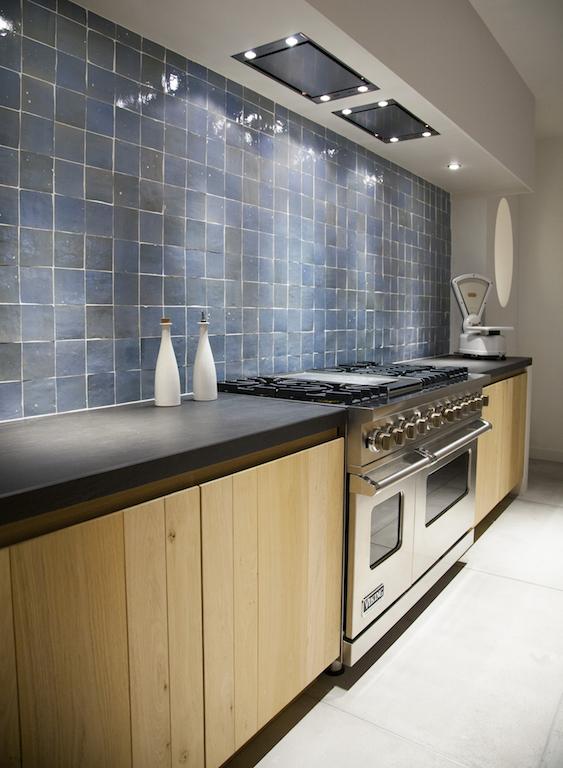 Mordi    witte keuken donker werkblad  brugman keukens email  keller keukens roosendaal